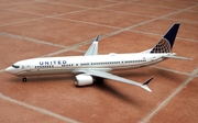 Risesoon 1:130 United B737-9