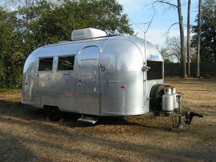 1962 19' Airstream Globetrotter travel trailer