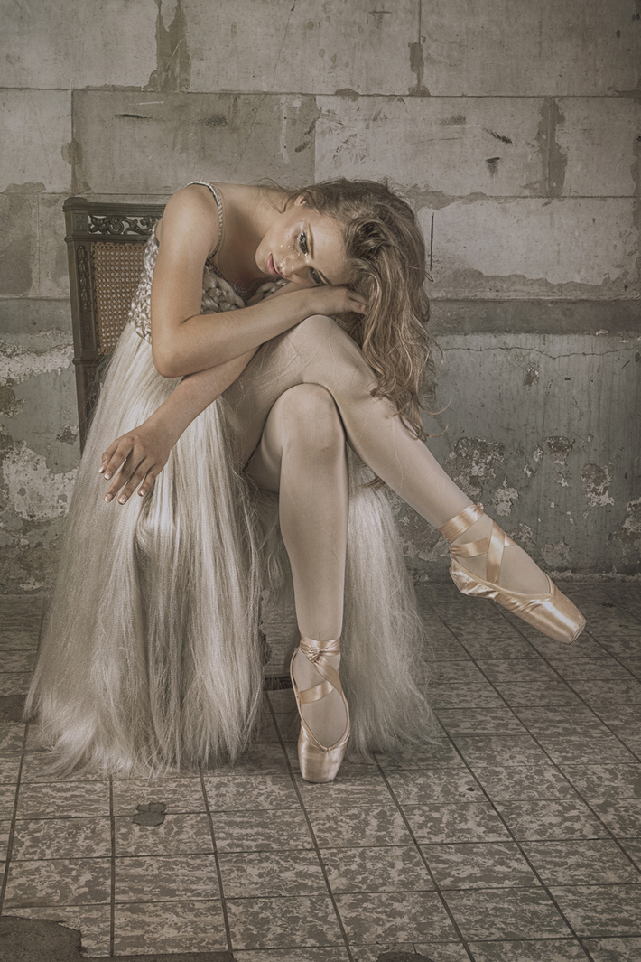 "VĺSTELA ""Her dress"""
