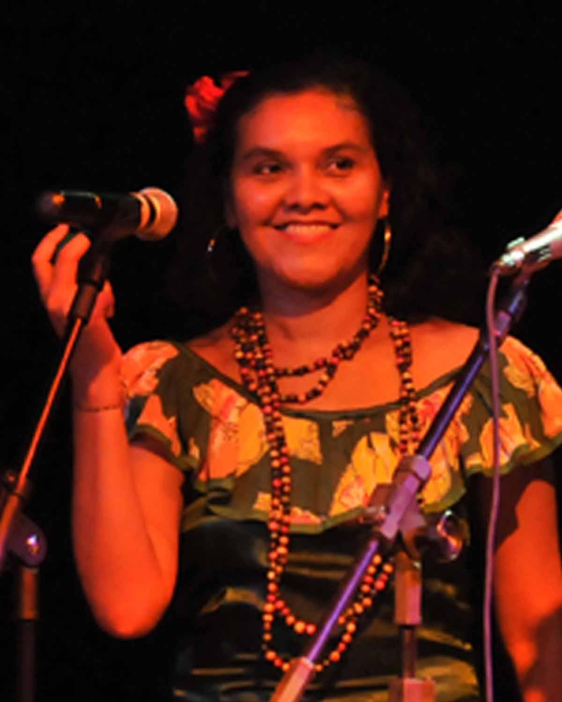Cléia  Alves