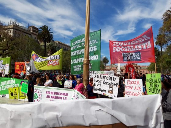 ARGENTINA: EN BUENOS AIRES SE REALIZO UNA MULTITUDINARIA MARCHA CONTRA EL CAMBIO CLIMÁTICO