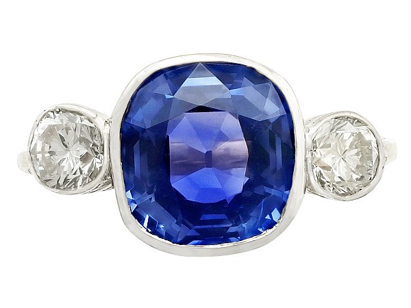 5.50ct Ceylon Sapphire and 0.78ct Diamond, 18ct Yellow Gold Dress Ring - Vintage Circa 1980