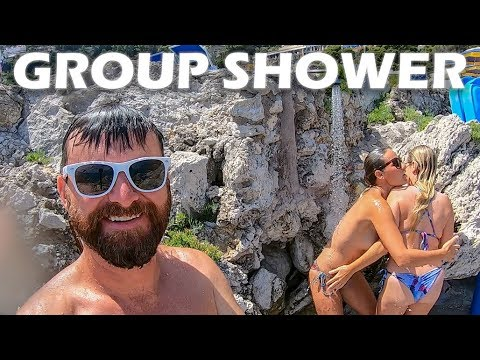Group Shower on The Isle of Capri - S4:E18