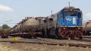 Locomotiva azul e aeronave da Azul