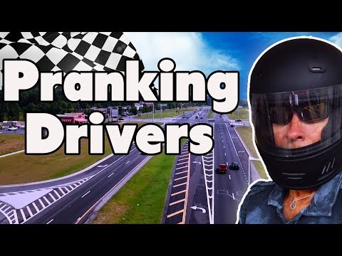 Pranking Divers - Racing Hall Of Fame - Dawsonville Pool Hall