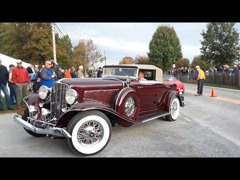 Watching the Cars Drive Onto the Show Field  8  2019 AACA Fall Meet, Hershey