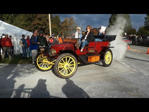 Watching the Cars Drive Onto the Show Field  9  2019 AACA Fall Meet, Hershey