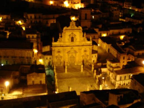 Modica Chiesa S Pietro notturno