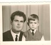 Димитър Ангелов със сина си.