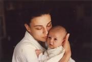 А Гюзелева с детето си