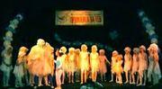 Приказка - деца на сцената  2