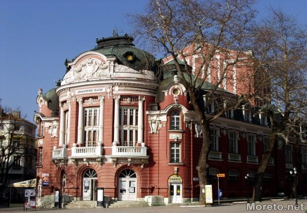Театър Варна в слънце
