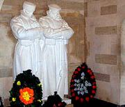 Шипка - статуи на руснак и българин  2