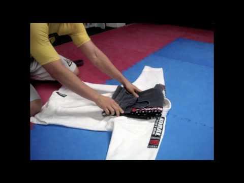 Relson Gracie Jiu-Jitsu Team HK Kimono Folding