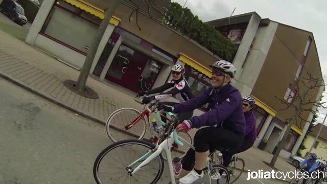 Filles à vélo