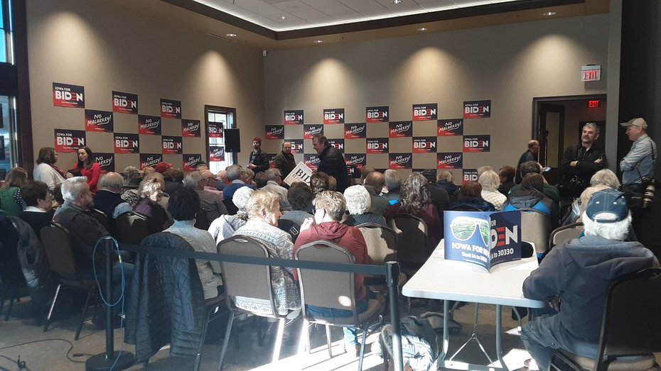 Emmetsburg, IA - Wild Crowd Waits For Biden