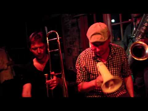 LE BARDI MANCHOT -  Hard Time Blues - Istanbul Tour 2015 - Official Video