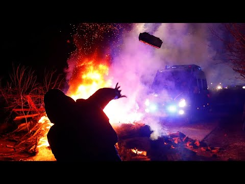 Coronavirus: Ukrainian protesters attack bus carrying China evacuees