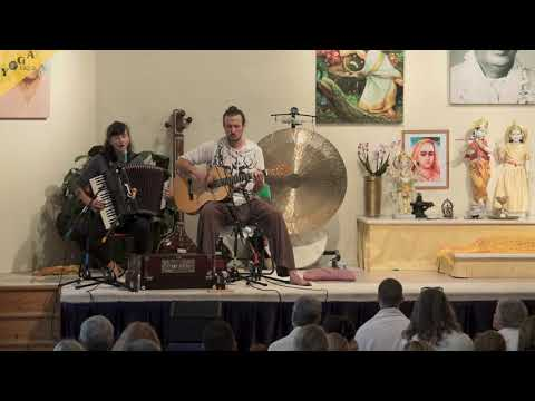 Om Adi Shakti | Om Shakti Ma | by Robert and Joanna | Kirtan Chanting with accordion and guitar