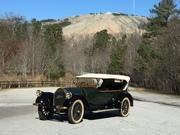 1916 Pierce Arrow - 6 passenger Touring Car