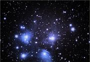 Plejaderna, M45, en blåsig kväll