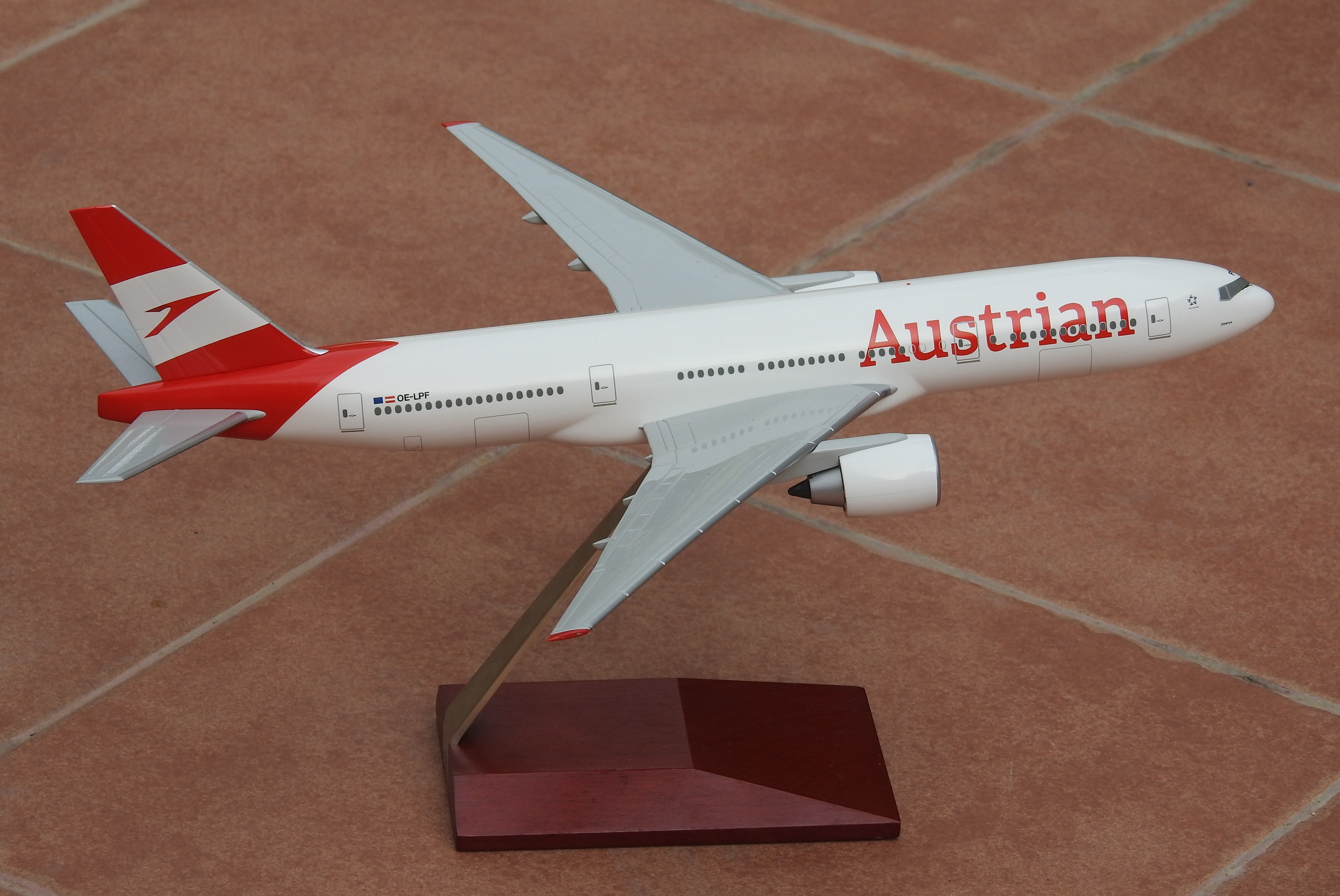 Hogan 1:200 Austrian B777-200