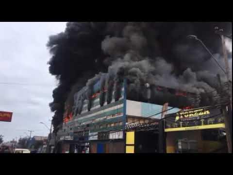 Incendio afecta a un galpon en la Zofri de Iquique