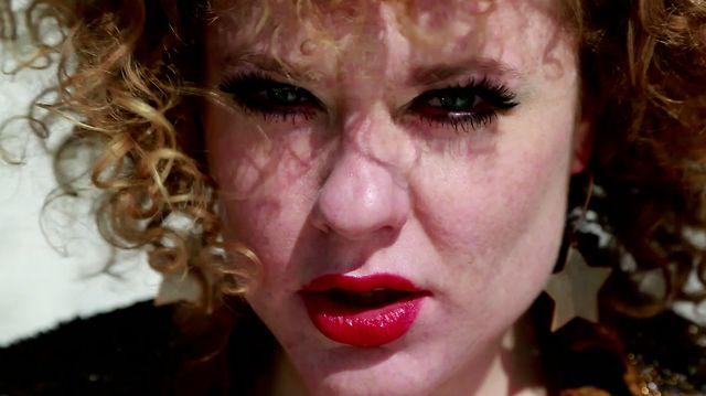 Mr Nobody show - Carla Rhodes