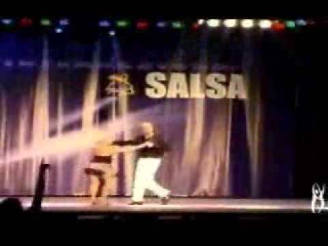 Abuela Salsera y su nieto.wmv