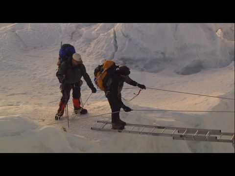 Everest Khumbu Ice fall crossing
