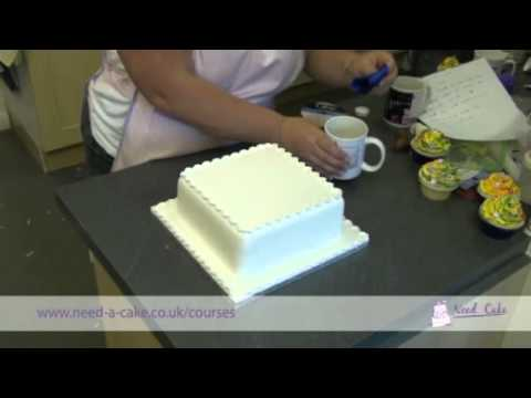 How to tie a ribbon around a cake (with ease)