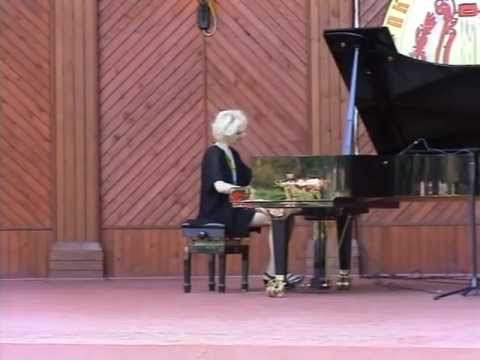 Moscow Summer Philharmonic: Concerts in the Park. Violetta Egorova plays Chopin