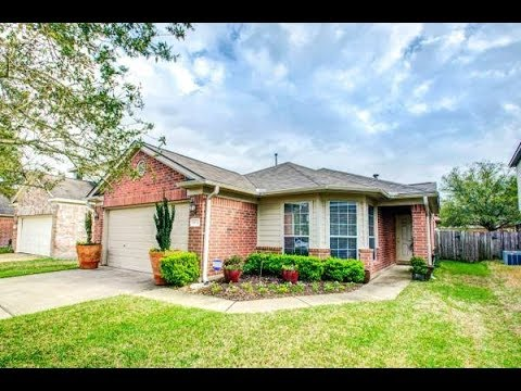 Beautiful home for sale in Villages of Cypress Lakes! 185k