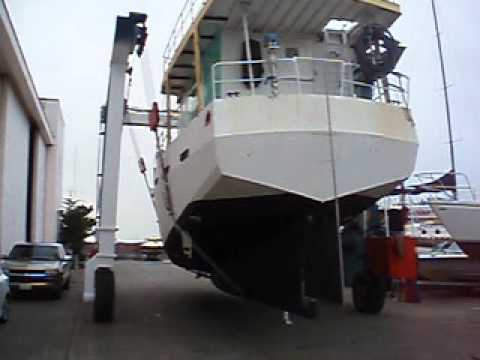 Travelift T2 from yard to dock 31-Mar-12.AVI