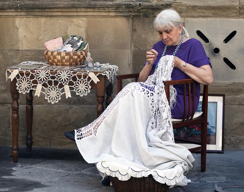 Paola, artigiana con le mani d'oro
