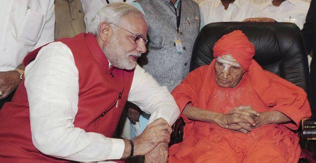 Prime Minister Narendra Modi with seer of the Siddaganga Math Shivakumara Swami on Wednesday.