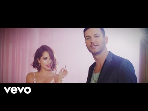 Axel - Que Nos Animemos (Video Oficial) ft. Becky G