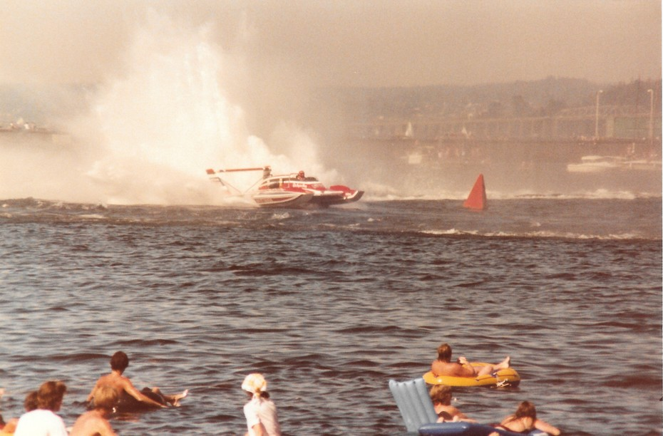 8-9-1981 Gold Cup Seattle  Final Heat  Squire Shop