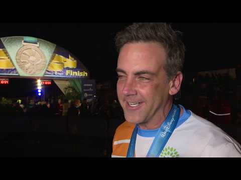 DisneyFamilia: First runDisney experiencia for actor Carlos Ponce