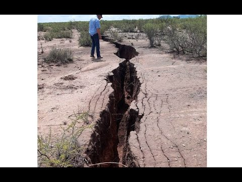 Earthgrazer Meteorite*Giant 2KM Crack Opens Up In Mexico*3 Mile Crater Discovered*Mysterious Boom*