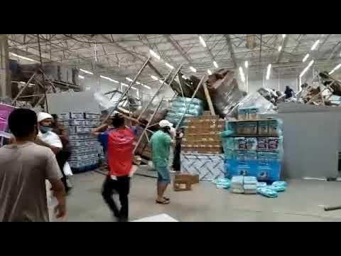 Prateleiras  desabam e atingem clientes em supermercado