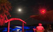 Κόκκινες & Μπλε Πινελιές σε Ασημένιο Καμβά