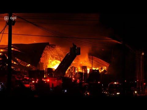 Casi 12 horas tomó controlar gran incendio en Durán