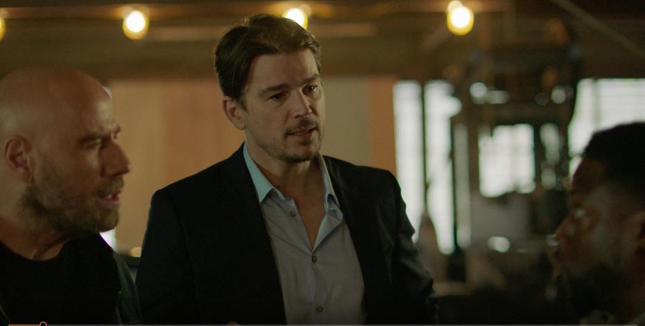 Josh Hartnett represents himself as a guest star on the Die Hart series