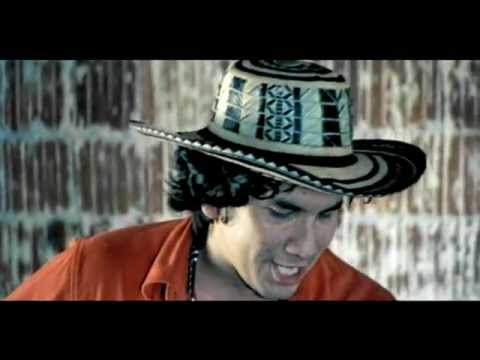 Bacilos - Caraluna (Official Music Video)