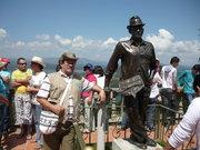 La estatua del primer escalador de la piedra EL PEÑON