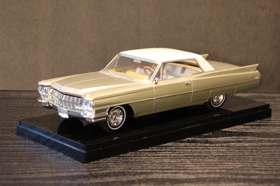 Jason Edge 1964 Coupe de Ville Model Car -1