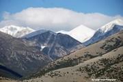 Κορυφές γυμνές και χιονισμένες