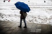 l'uomo e l'ombrello