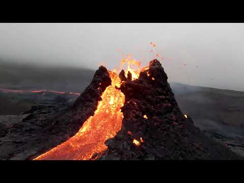 Drone Flies Over Lava Flow in Stunning Footage From Icelandic Volcano